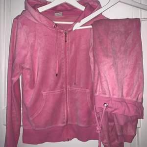 Rosa mjukisset från Cubus. Använda ett par gånger. Storlek S på både tröjan och byxorna 💕