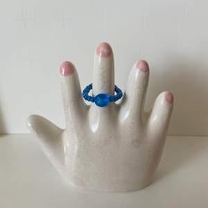 Handgjord blå ring!