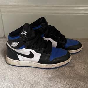 Säljer mina Jordans! Köptes på plick för 4000kr. Storlek 36,5 men passar mig bra som brukar ha 37 💙💙
