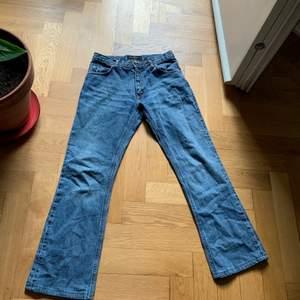 Snygga boot cut, midwaist jeans från märket Tiger of Sweden. Passar mig som är storlek s , kan mötas på Södermalm, frakt kostar runt 60kr
