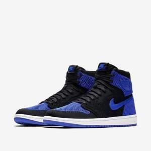 Säljer dessa Jordan 1 flyknit royal blue, eftersom de är förstora för mig :( går att bäras av storlek 40 och 41. Frakt på 66 kr tillkommer 🥰 säljer för 1600, men kan släppa de för 1200 kr vid snabb affär
