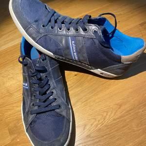 Björn Borg finskor använda några gånger och är i storlek EU43. En bra sko och jag säljer för att jag har för mycket skor. Nypriset är 900kr och jag säljer för 150kr + frakt
