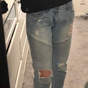 Coola lågmidjade jeans! Säljer eftersom de är lite för korta för mig som är 171. Storlek S!:)