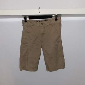 Säljer mina Tommy Hilfiger shorts. Använda varsamt, inget större fel på skicket, (8/10). Priset är förhandlingsbart och köparen står för eventuell frakt.