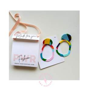 This vibrant handmade earring is ready to go and have some fun!  It comes packed in a cute eco-friendly box with satin ribbon. Specialy made for you!  At fashion PWR we avoid overproduction, this is an unique piece, only one pair available.  Size: 10x6cm, 12gr. Material: Polymer clay