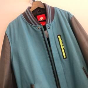 Nike Varsity jacket Large - Äkta skinn på armar och detaljer Från 2009/2010