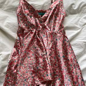 Skitfint linne / klänning från Rosebud! Aldrig använd! Passar xxs-s