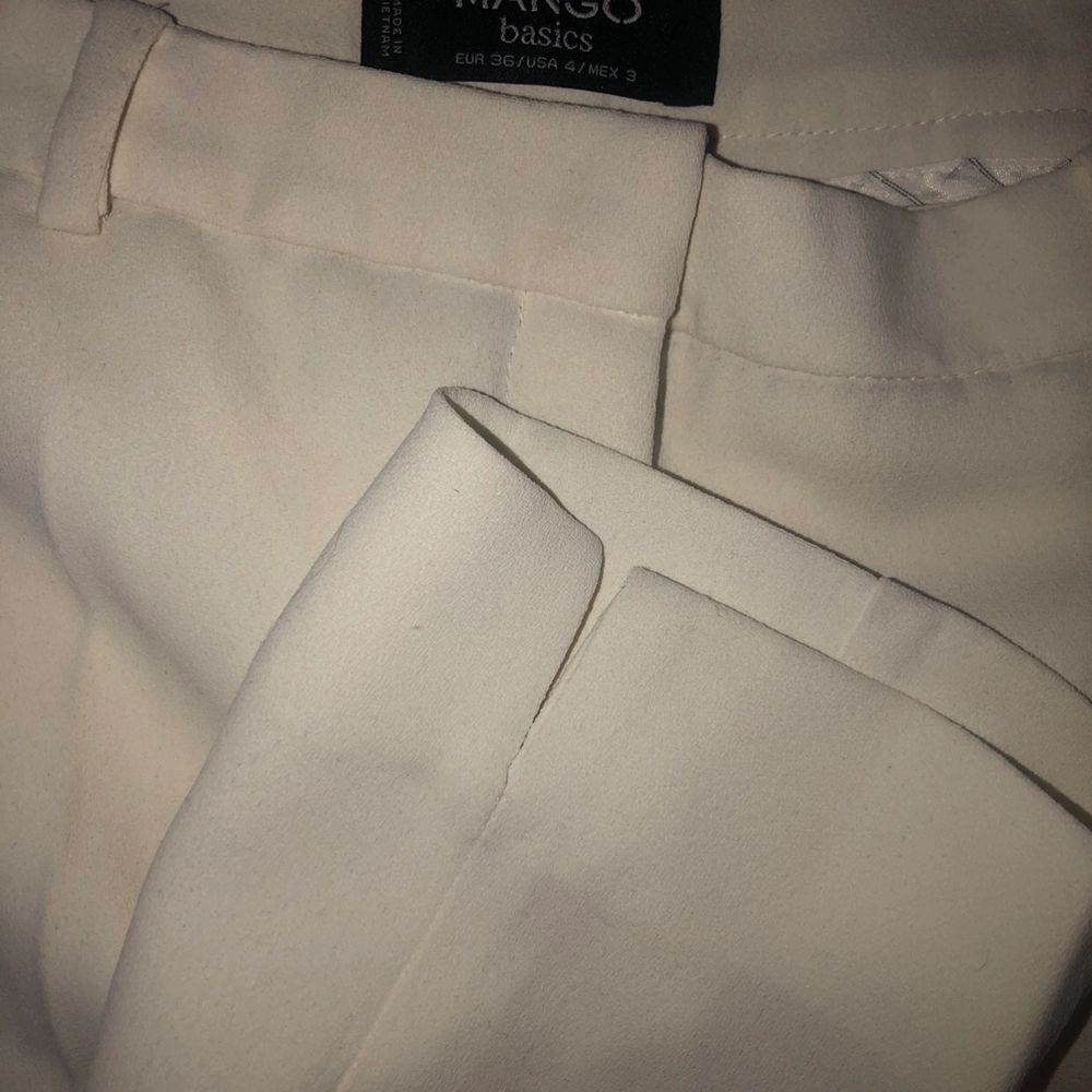 Vita kostymbyxor i 36. Jeans & Byxor.