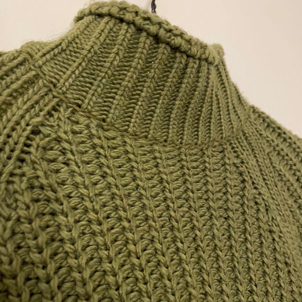Mysig grön stickad tröja! Frakt tillkommer!!💜. Stickat.