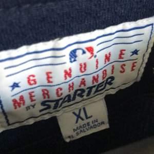 Tröjan är en baseball tröja från sent 80-tal eller tidigt 90-tal. Tröjan är äkta och är köpt av mig från en kompis och säljs då jag har inte har användning av tröjan längre.
