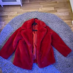 Säljer världens gosigaste jacka. St 36 men passar i 38 också. Original pris 800 och säljer för 400 💞