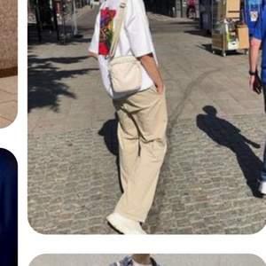 snygga byxor stl M unisex, helt nya bara provade på köpt för 800, bud ifrån 350 köp nu 500