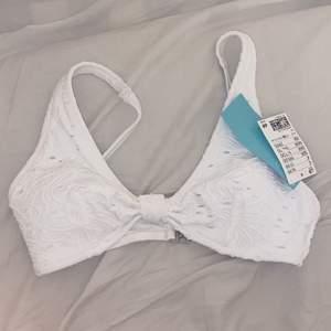 Så fin vit bikini från HM helt oanvänd storlek 36, köpt för 199