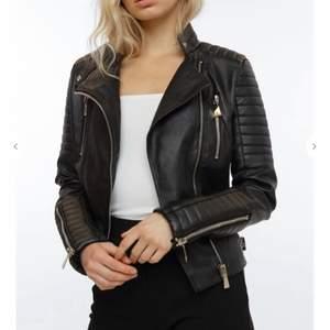 Säljer min Moto Jacket från chiquelle i storlek 36. Använd ett fåtal gånger, säljer pga att det inte är min stil. Nypris 699kr, säljer för 250kr. Köpare står för frakt.