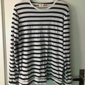Randig tröja frånn Carlings, sitter lite större än M. Nypris 300kr, köparen står för frakten :)