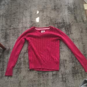 Jag säljer denna tröja från logg i storlek 146/152. Köpte den för ett år sedan men ändats använd 2-3 gånger!