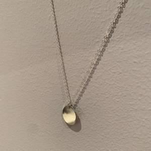 Nu finns detta halsbandet även i silver, guld finns i min profil om ni vill se. Handgjorda silverhalsband som kan göras i önskad längd. SLUT FÖR TILLFÄLLET