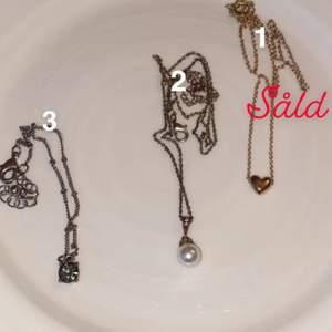 1 och 2 är halsband och 3 är ett armband. Alla för 70 (där frakten i detta fall är inräknat) eller 30 kr+ frakt.           OBS!! Nr. 1 är såld