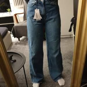Säljer dessa vida jeansen från boohoo. Jättefina, säljer då jag redan har vida jeans. Pris kan diskuteras