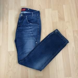 Snygga Blend She jeans med lite bredare ben nertill. Ev frakt 29 kr🌿