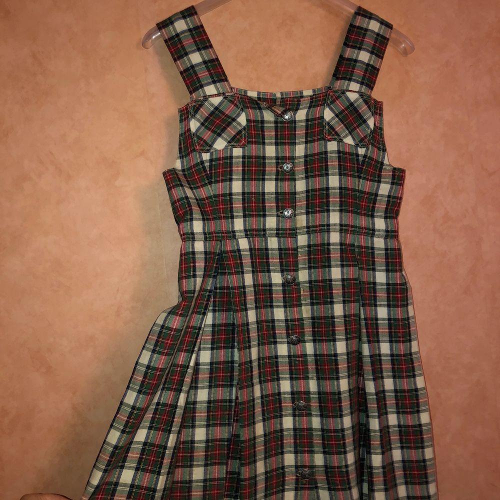 Klänningen är köpt på second hand butik. Har använt den två gånger, därför säljer jag den. ❤️😇🦋 Kunden står för frakten. Klänningar.