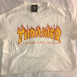 Säljer min thrasher t-shirt jag använt kanske 5 gånger så tröjan är i ett fint skick. Frakt ingår ej i priset.