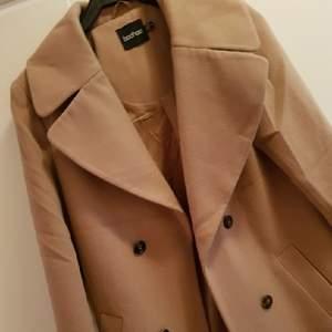 jättefin kappa ifrån bohoo passar en strlk 36🌸 ev frakt tillkommer