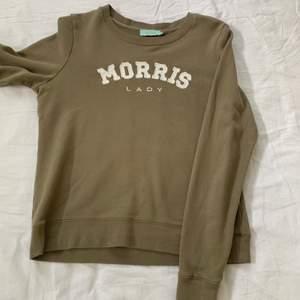 Jag säljer min gröna Morris tröja det är inte riktigt min stil så därför är den inte så använd och kommer inte till användning