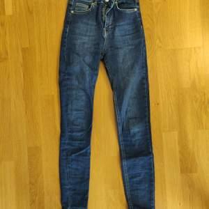 Mörkblåa jeans från na-kd, väldigt bra skick, storlek 36, 200kr+frakt