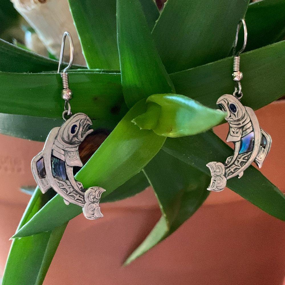 coola örhängen i form av fiskar😍😍 säljer då mina hål i princip växt igen :/. Accessoarer.