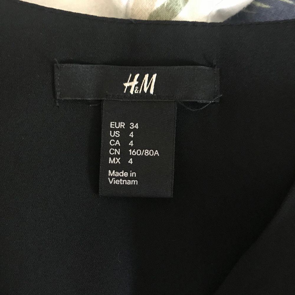 Knappt använd. Priser är inkl frakt. Klänningar.