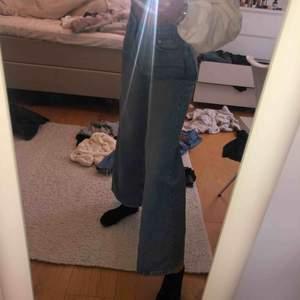 BUDA! Ascoola trendiga jeans från weekday aldrig använda