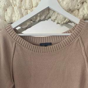 Säljer denna superfina beiga stickad/tjocktröja tröjan från Tommy hilfiger, passar perfekt till hösten men blir aldrig använd av mig då det i ye riktigt är min stil, strl M, köparen står för frakt🥰