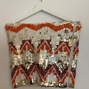 Glitterkjol strl S. Pris kan diskuteras vid köp av andra varor/vid snabb affär! Köpare står för frakt