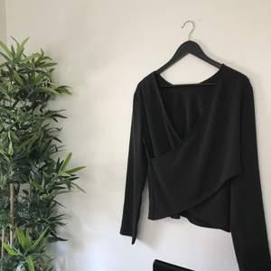 Världens finaste tröja med superbra kvalité från weekday✨ aldrig använd då den inte passar mig.