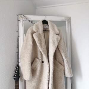Köpt från en butik (Reserved) säljer pga ny jacka! Nypris ca 850-1000 (ni kan gå in och kika på sidan hur mycket jackorna ungefär kostar på sidan)