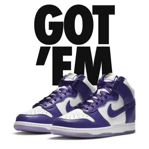 """Nike dunk high """"varsity purple"""" aldrig andvända och dessa goingar är i storlek 40,5 , buda från 2000kr och digitalt kvitto medkommer också såklart skriv i chatten vid frågor eller info mvh elliot"""