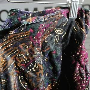 Super cool bohemian velvety pants, a unique look 🌟