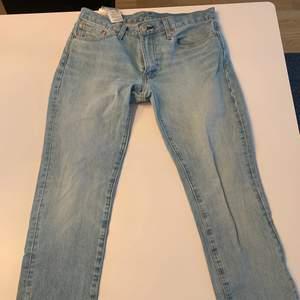 Säljer nu mina Levis jeans eftersom jag köpte för liten strl;( byxorna är knappt använda och är i fint skick