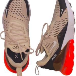 Hel nya Nike  sneakers storlek märkt storlek 38    .  Hämtas kan frakta spårbar