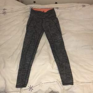 Säljer tränings byxor som jag knapt använt 50kr styck och 160 kr för alla + frakt 💕