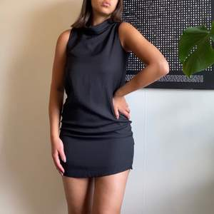 En favorit klänning!! Den funkar till alla tillfällen och är super fin på. The perfect little black dress. Tyvärr har den däremor blivit för liten för mig.