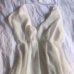 Något see-trough klänning med bristande passform