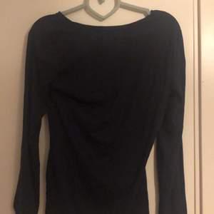 En oanvänd mörk blå Bodysuit i storleken S