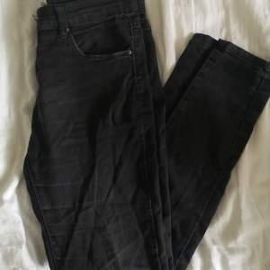 HERR! Svarta skinn-jeans från Lager 157. I bra skick. Storlek XL. 50 kr. Köparen står för frakten! 🌸