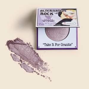 """Helt oanvänd och orörd Alternative Rock Eyeshadow från the Balm Cosmetics i färgen """"Take it for granite"""" , säljer då det inte är min typ av smink Kontakta mig vid mer frågor eller bilder, frakt ingår"""