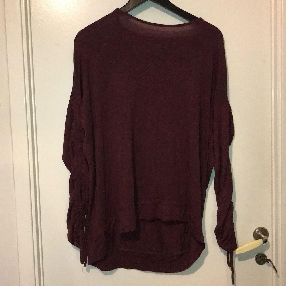 Långärmad tröja i fint skick.  Kan skickas mot fraktkostnad. Kan även mötas upp på backaplan/nordstan i Göteborg . Tröjor & Koftor.