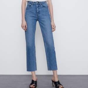 Blå raka jeans. Bra skick och säljer då dom inte kommer till användning. Köparen står för frakten