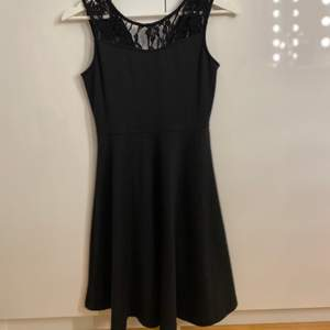 Söt klänning som är ifrån Cubus. Storlek 164/XS. 50kr + frakt