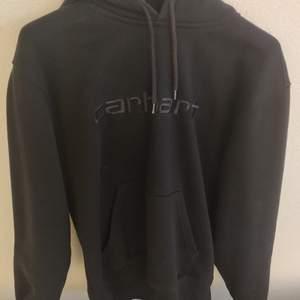 Carhartt wip hoodie, svart. Strl s. Lite noppring men inga flaws annars